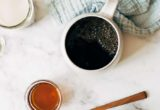 Πώς να φτιάξεις latte με μέλι και γάλα βρώμης