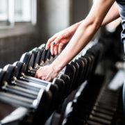 Πώς το να προσθέσεις 2 ½ kg στο βάρος που σηκώνεις θα βελτιώσει τις fitness επιδόσεις σου