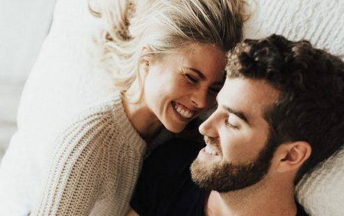 Τι είναι το micro-dating και πώς μπορεί να βοηθήσει τι σχέση σου