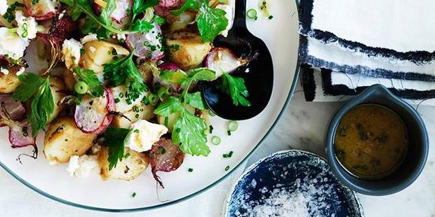 Σαλάτα με πατάτες και ψητά ραπανάκια