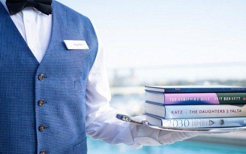 Σε αυτό το ξενοδοχείο οι butlers σερβίρουν βιβλία αντί για απεριτίφ