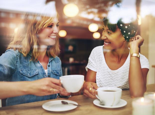 Σημάδια πως το να προσπαθείς συνεχώς να ικανοποιείς τους άλλους επηρεάζει τη ζωή και τις σχέσεις σου