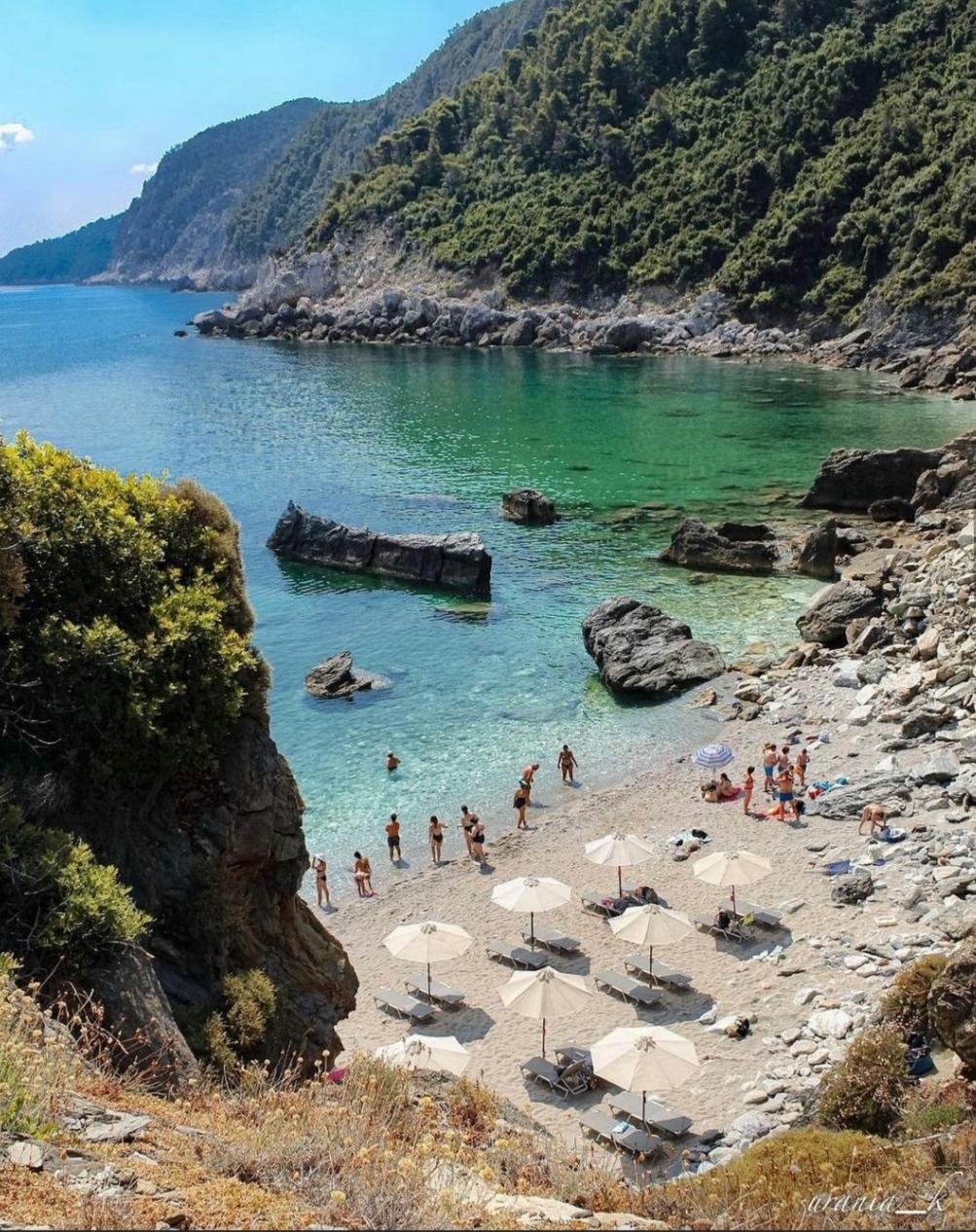 Σκόπελος: Εκεί που η θάλασσα και η φύση γίνονται ένα