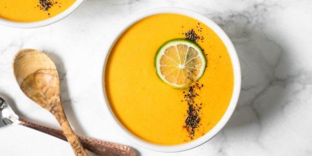 Σούπα με καρότα, καρύδα, lime και κουρκουμά