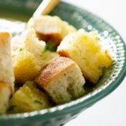 Σούπα με μπρόκολο, σπανάκι και κόλιανδρο