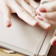 Συμβουλές για να στεγνώσουν εύκολα και γρήγορα τα νύχια σου