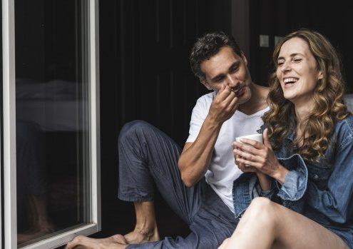 Συναισθηματική οικειότητα τι είναι και πώς θα τη φέρεις στη σχέση σου;