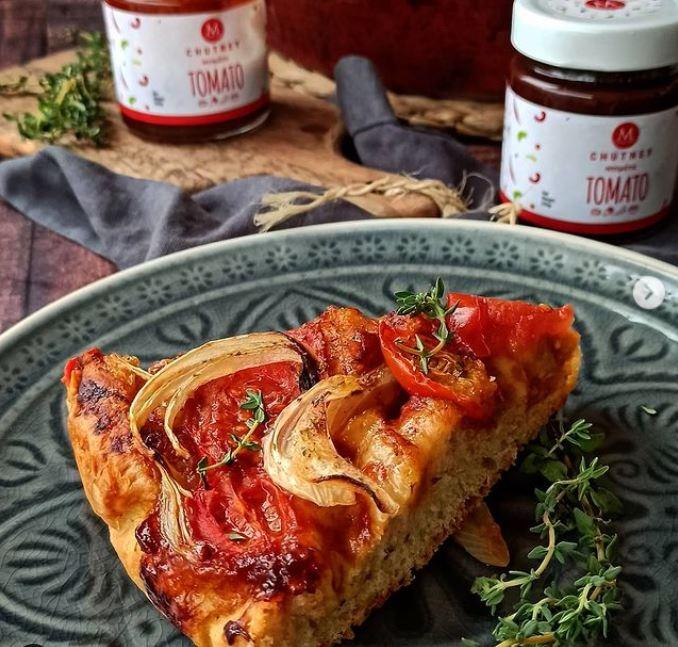Συνταγή για λαδένια Κιμώλου με chutney ντομάτας