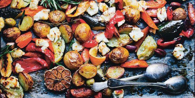Συνταγή για ψητά λαχανικά με κους κους και χούμους