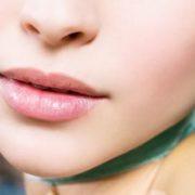 Τα καλύτερα lip-plumping προϊόντα για φυσικά γεμάτα χείλη