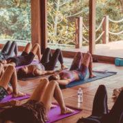 Τα μυστικά μιας yogi για να ξεκινήσεις τη μέρα σου με τον καλύτερο τρόπο
