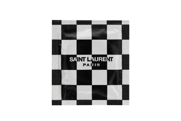 Τα προφυλακτικά του οίκου Saint Laurent μας έχουν βάλει σε mood for love