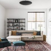 Τα 5 βασικά πράγματα που πρέπει να αγοράσεις όταν διακοσμείς το σαλόνι σου