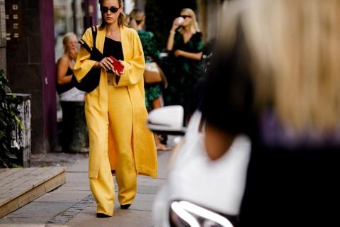 Τα fashion κορίτσια αναδεινκύουν το butter color σε τάση της σεζόν