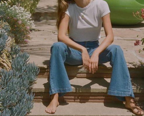 Τα flare jeans θα φέρουν την ανοιξιάτικη denim ανανέωση που αναζητάς