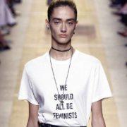 Τα t-shirts με φεμινιστικά slogan είναι περισσότερο κοινωνικά μηνύματα παρά μόδα
