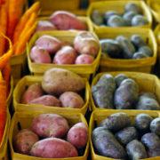 Το να τρως περισσότερες φυτικές ίνες θα σε βοηθήσει με τη δυσκοιλιότητα, εκτός αν κάνεις αυτά τα 3 λάθη