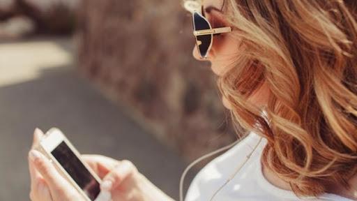 Το Tindergramming μπορεί να μην είναι επικίνδυνο, είναι όμως ενοχλητικό