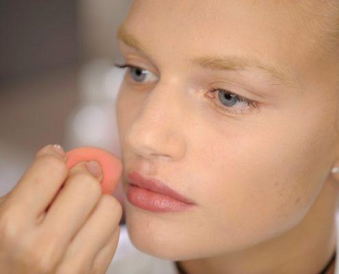 Το beauty blender είναι το μοναδικό εργαλείο μακιγιάζ που χρειάζεσαι