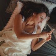 Το social jet lag είναι ο πραγματικός λόγος που κοιμάσαι χάλια τις Κυριακές