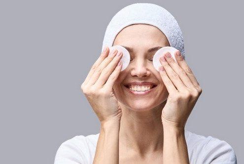 Το trick καθαρισμού των 60 δευτερολέπτων που θα αλλάξει το δέρμα σου