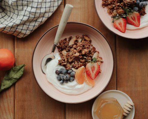 Φτιάξε τη δική σου granola me φαγόπυρο, βρώμη και μπαχαρικά