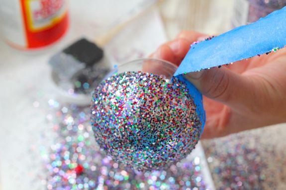 DIY στολίδια με glitter
