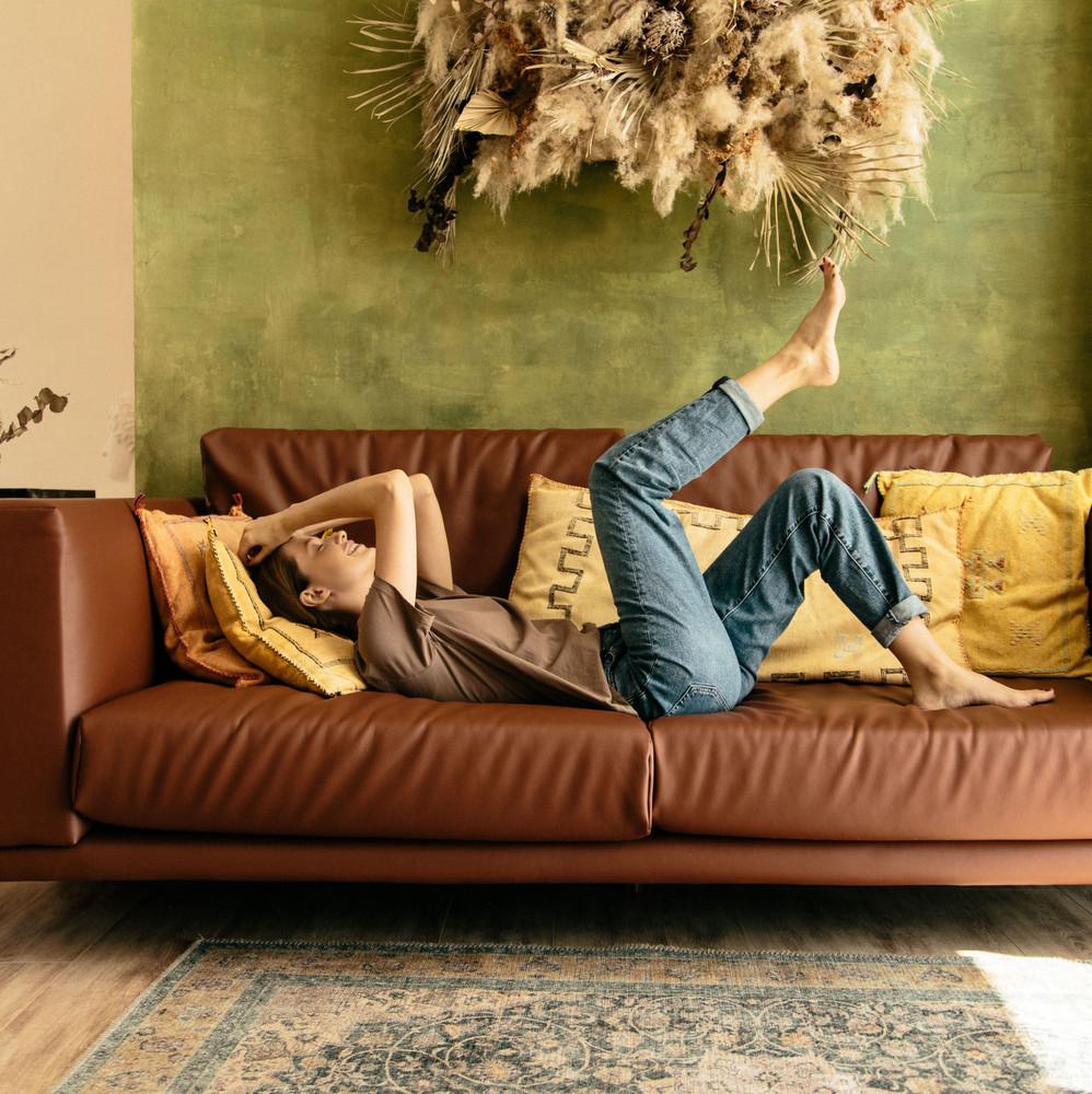 Επέστρεψες στο σπίτι των γονιών σου; Κι όμως υπάρχουν τρόποι να νιώσεις πραγματικός ενήλικας