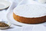 Αυτό το πανεύκολο κέικ με γάλα και μέλι θα σε κάνει να χαμογελάσεις ευχαριστημένη