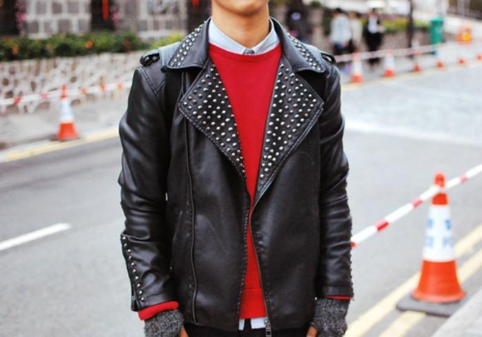 5 φορες που ενας αντρας φορεσε καλυτερα το κοκκινο πουλοβερ