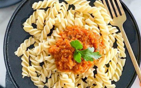 Μακαρόνια με σάλτσα καρότου