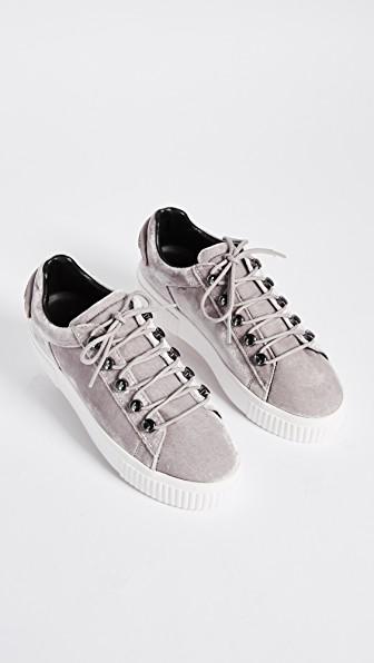 πως να φορεσεις τα velvet sneakers
