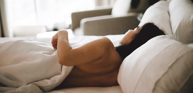 Πώς θα επιλέξεις το κατάλληλο μαξιλάρι, ανάλογα με τον τρόπο που κοιμάσαι