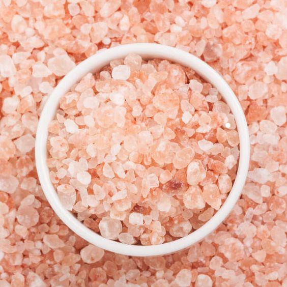 5 τρόποι να χρησιμοποιήσεις το ροζ αλάτι Ιμαλάϊων στη ρουτίνα ομορφιάς
