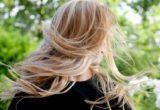 4 tips που θα σε βοηθήσουν να δαμάσεις τα φριζαρισμένα σου μαλλιά