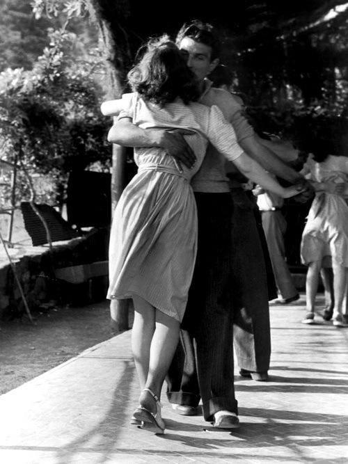 χορευουμε