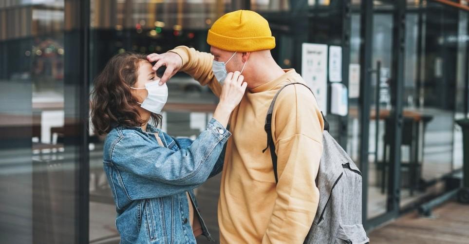 """Honesty Bombing"" Το νέο dating trend που έφερε η πανδημία αμέσως μετά τα απανωτά lockdown"
