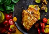 Αυτή η συνταγή για τις cheeseburger quesadillas θα είναι το highlight της μέρας σου