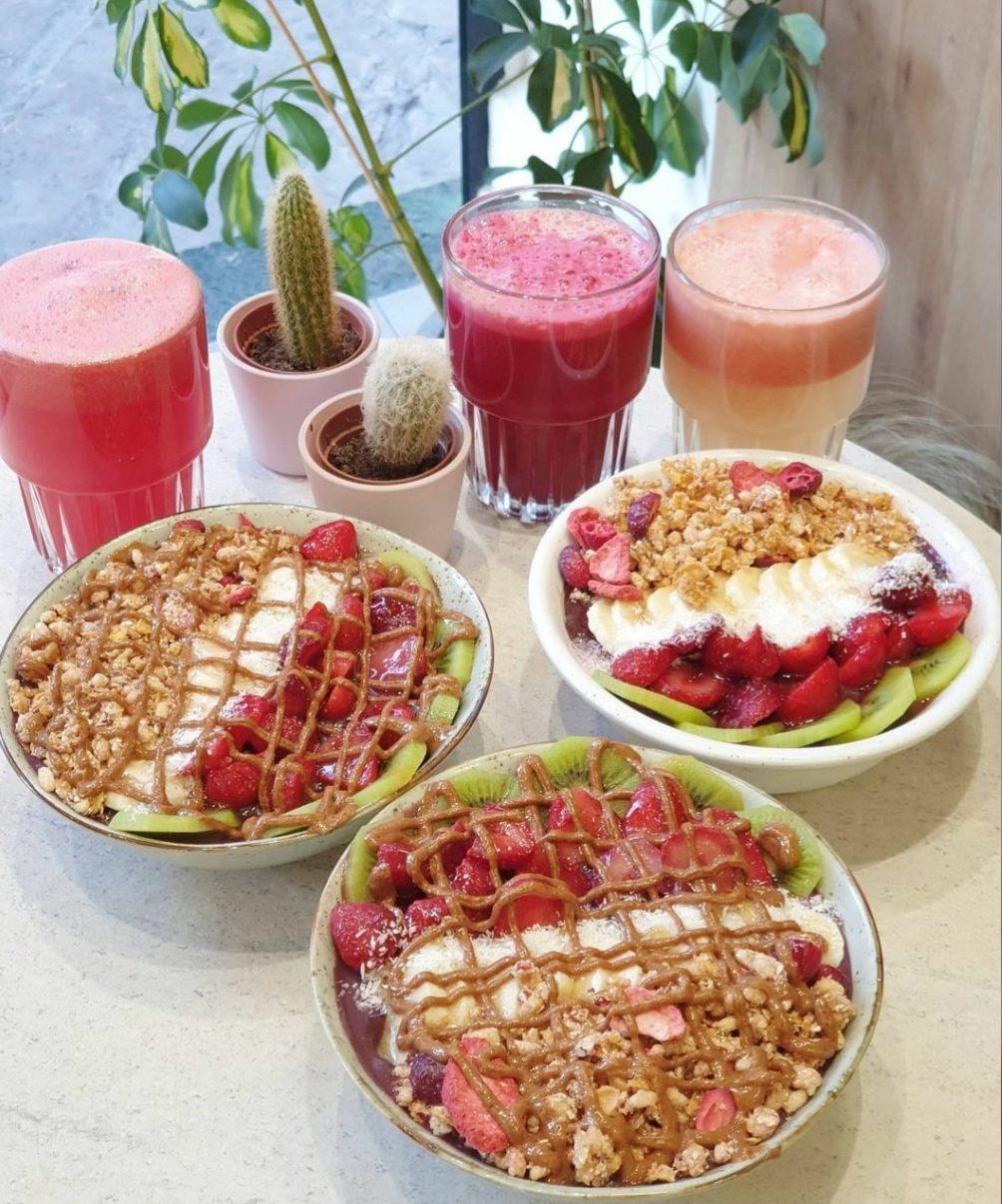 Πού θα βρεις τα καλύτερα energy smoothies, açai bowls και salad bowls για ένα πλήρες γεύμα στο γραφείο