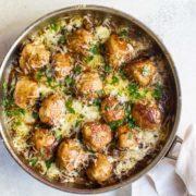 Κεφτεδάκια κοτόπουλου με καραμελωμένα κρεμμύδια
