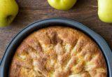 Κέικ με κομμάτια μήλου, με 4 υλικά