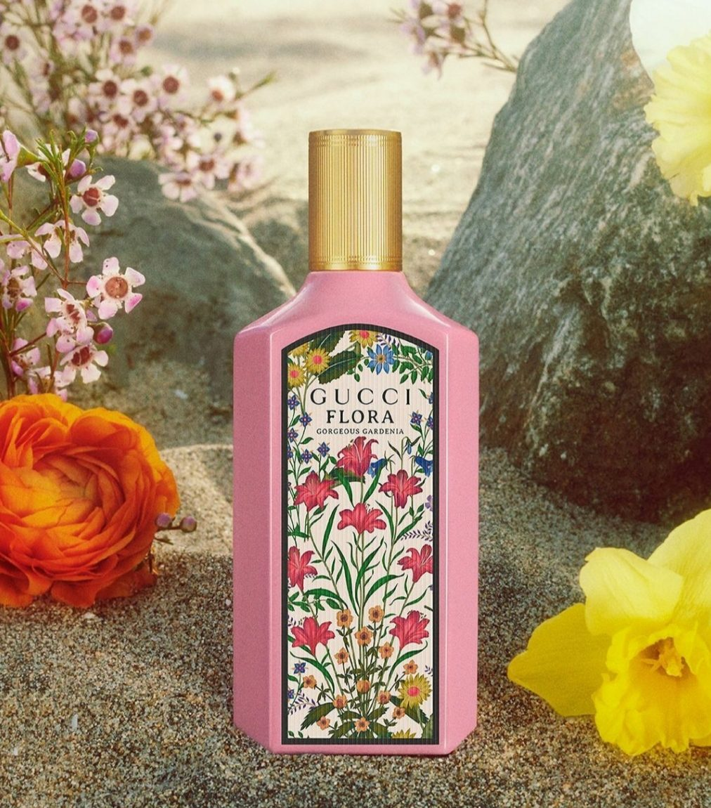 Το Gucci Flora Gorgeous Gardenia επαναλανσάρεται με ένα νέο Eau de Parfum, αποκαλύπτοντας μια νέα, πιο συμπυκνωμένη εκδοχή του original Eau de Toilette.