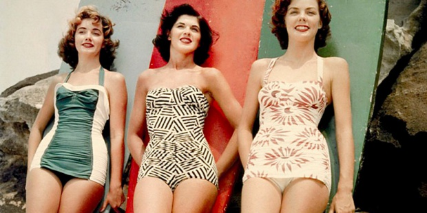 Ρετρό beach outfits που θα θες να φορέσεις φέτος το καλοκαίρι