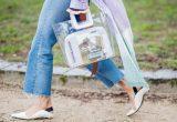 Πώς να κάνεις την see-through τσάντα να φαίνεται chic