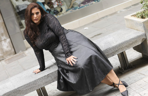 Rock your curves: Η Ελευθερία Καλαϊτζίδου και ο τρόπος της να ορίζει η ίδια το στυλ της κι όχι το αντίθετο
