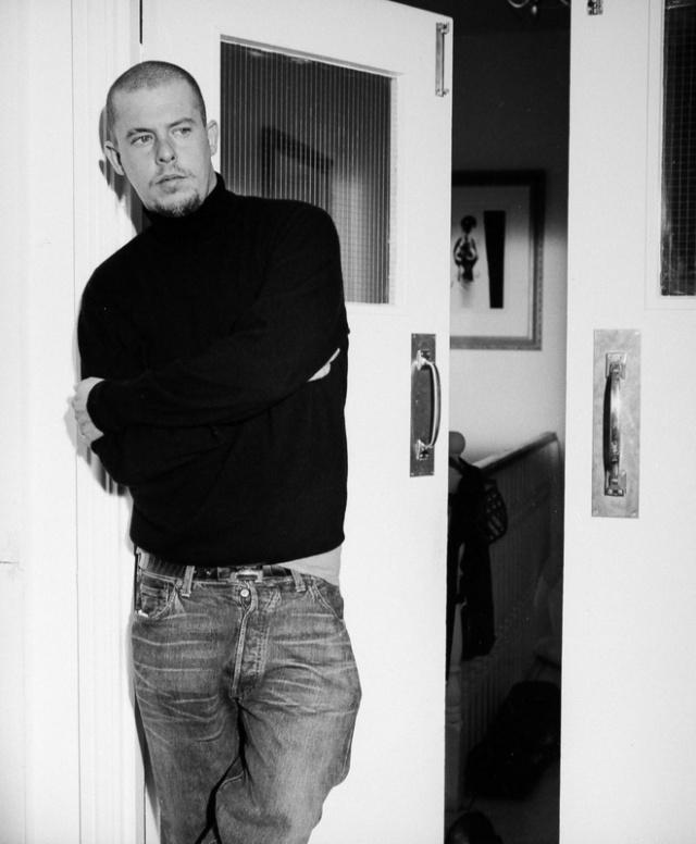 18 αποκλειστικές φωτογραφίες από το νέο documentary για τον Alexander McQueen