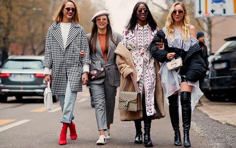 To power clashσύμφωνα με το Urban Dictionary είναι αυτό που πετυχαίνεις όταν συνδυάζεις κομμάτια ρούχων που σύμφωνα με τους κανόνες της μόδας δεν ταιριάζουν μεταξύ τους.