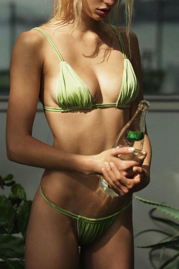 Το αγαπημένο bikini των '00s είναι πάλι εδώ