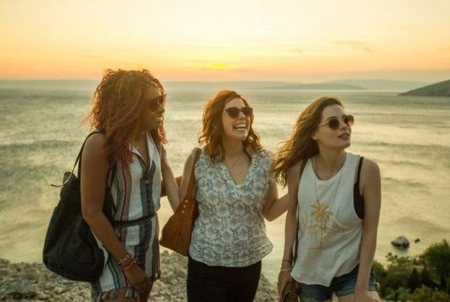 Η νέα ταινία του Netflix που θα σε ξεσηκώσει να πας ταξίδι με τις κολλητές σου