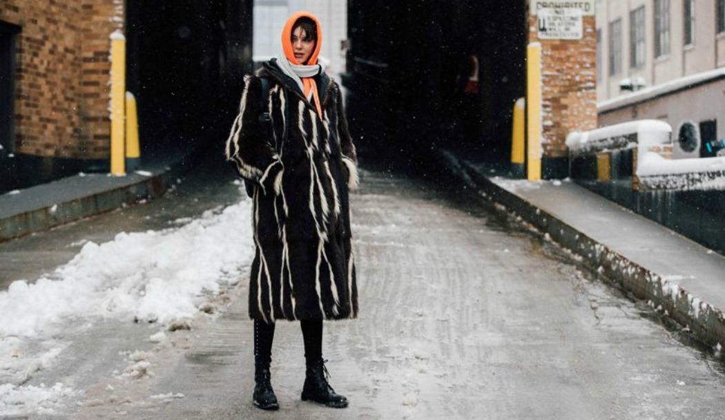 Η τσαντα που κρατουν ολα τα it girls στην εβδομαδα μοδας